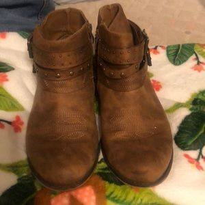 Shoes - Short western boots